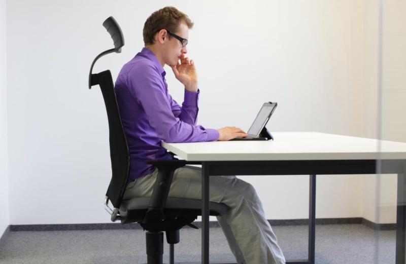 راهنمای نشستن صحیح در محل کار